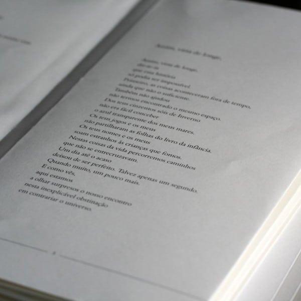 Em Voz Baixa | En Voz Baja - detail